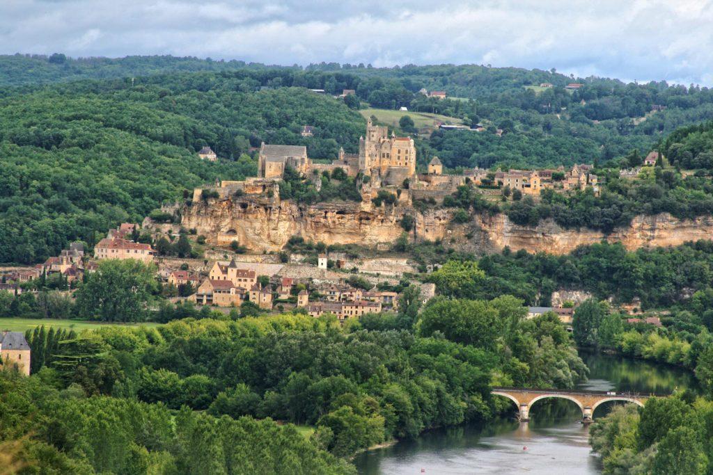 village et chateau médiéval