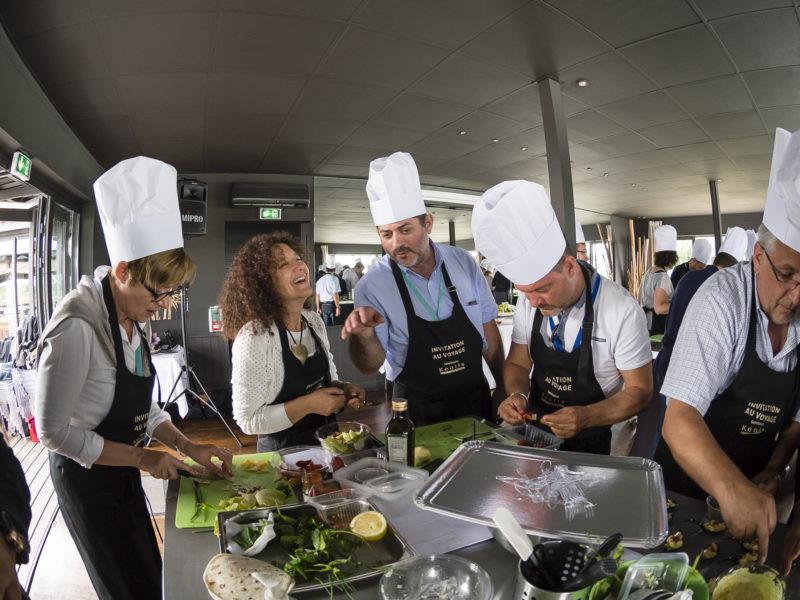 groupe d'apprentis cuisiniers lors d'un team building
